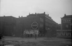1976-2235 Woningen en op de hoek een restaurant aan de Oude Binnenweg.