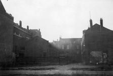 1976-2238 Woningen aan het hofje van de Zwarte Paardenstraat.
