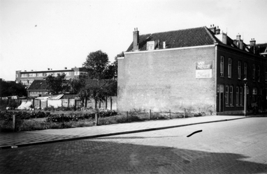 1976-2252 Woningen aan de Katendrechtse Lagedijk bij de Dorpsweg.