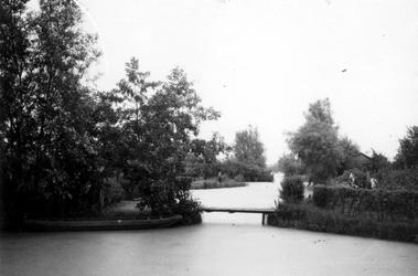 1976-2299 Gezicht op de 's-Gravenwetering, vanaf de Laan van Nooitgedacht.