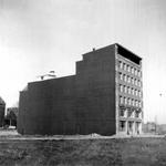 1976-2307 Gezicht op de Mariniersweg met het bedrijfspand Rath & Doodeheefver.