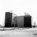 1976-2310 Gezicht op de Mariniersweg met bedrijfspanden, gezien vanaf de Nieuwemarkt.