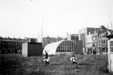 1976-2315 De Maasstraat ( links ) gezien bij de Westerstraat ( rechts ).