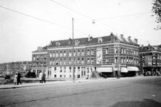 1976-2324 De Schoutenstraat met huizen gezien vanaf de hoek van de Oostzeedijk.