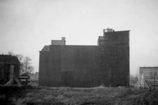 1976-2374 Gezicht op de Mariniersweg met een zijgevel van een pand, links op de achtergrond de Nieuwemarkt met de ...