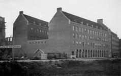 1976-2420 Gezicht op de Hoogstraat met het telegraafkantoor.