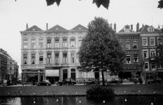 1976-2427 Gezicht op de Mauritsweg ter hoogte van de Van Oldenbarneveltstraat, vanaf de Westersingel.