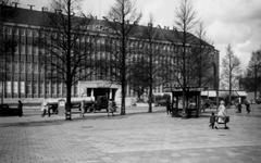 1976-2455 Gezicht op de Coolsingel met het Rotterdamsche, latere AMRO bankgebouw, vanuit het oosten.
