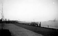 1976-2462 Gezicht op de Nieuwe Maas, vanaf het Charloisse Hoofd.