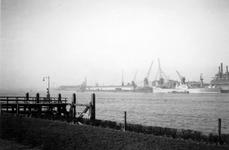 1976-2463 Gezicht op de Nieuwe Maas, vanaf het Charloisse Hoofd.