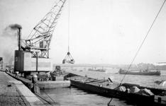 1976-2470 Gezicht op de Nieuwe Maas, vanaf de Boompjeskade