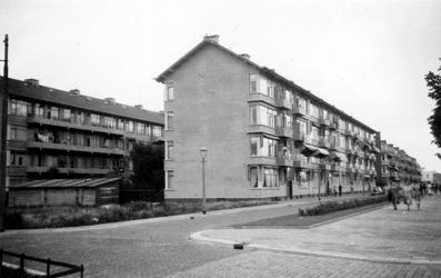1976-2475 Gezicht op de Bentincklaan en links aan de Statensingel.