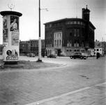 1976-2495 Gezicht op de Schiedamsesingel bij de hoek van de Witte de Withstraat. Met de Rotterdamsche Hypotheekbank ...