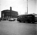 1976-2498 De Schiedamse Vest met de Rotterdamsche Hypotheekbank voor Nederland op de hoek van de Witte de Withstraat.