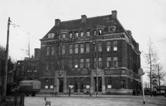 1976-2544 Gezicht op de Oostzeedijk ter hoogte van het Amsterdamsche spaarbankgebouw bijbank Rotterdam kantoor Oostplein.