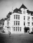 1976-2575 Gezicht op de Stationssingel ter hoogte van de hoek van de Spoorsingel met hotel-cafe-restaurant Regina.