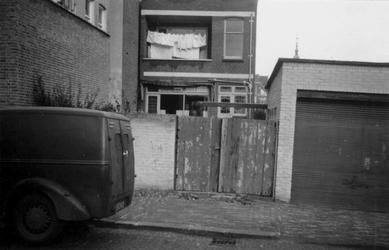 1976-2594 Gezicht op de Almondestraat, bij de Teilingerstraat ( links ).