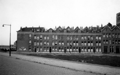 1976-2607 Gezicht op de Goudsedwarsstraat, vanaf de Admiraal de Ruyterweg.