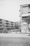 1976-2620 Gezicht op woningen aan de Vroesenlaan.