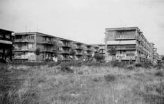 1976-2626 Gezicht op woningen aan de Vroesenlaan.