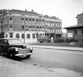 1976-2635 Gezicht op de Mauritsstraat, vanaf de Van Oldenbarneveltstraat.