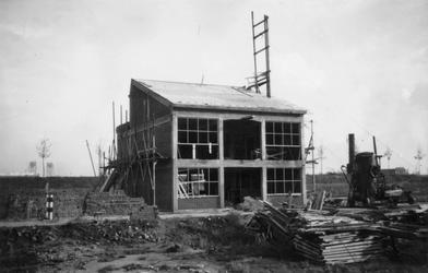 1976-2650 Gezicht op het in aanbouw zijnde bedrijfspand van metaalwarenfabriek Neo-Metaal n.v. aan de ...