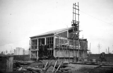 1976-2654 Gezicht op het in aanbouw zijnde bedrijfspand van metaalwarenfabriek Neo-Metaal n.v. aan de Hoornbrekersstraat.