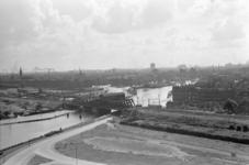 1987-2618-EN-2619 De Delfshavense Schie vanuit de fabriek van Van Nelle gezien. 2 opnamen. Van boven naar ...