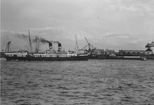 1987-2787 Stoomschip Mecklenburg op de Nieuwe Maas voor de toegang tot de Maashaven.