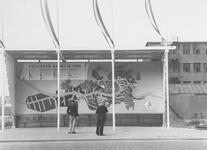 XXVI-49-00-00-01 Promotiebord Rotterdam Bouwt in 1948 aan de Coolsingel.Op de achtergrond rechts een deel van de Ravero ...