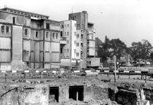 XXXIII-569-39-6 Puinresten na het bombardement van 14 mei 1940. De Botersloot met het telefoonkantoor, uit het ...