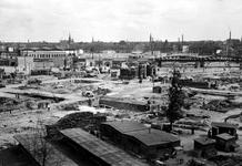 XXXIII-569-45-2 Gezicht vanuit het stadhuis op het Hofplein, Haagseveer, Delftsevaart en omgeving met een geraseerd ...