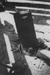 1968-260 Op de Nieuwe Plantage steekt een niet ontplofte bom (blindganger) uit het wegdek