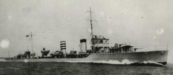 1968-326 De Engelse torpedobootjager Codrington die het prinselijk gezin naar Engeland bracht.