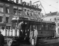 1977-3057 Voor het vervoer van het voedsel van de Centrale keuken wordt ook gebruik gemaakt van de tram.