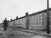 1977-3084 Het gereedmaken van noodwoningen (het Brabants Dorp).