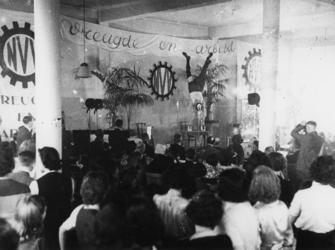 1977-3090 Bijeenkomst van de - door de NSB geleide - afdeling Vreugde en Arbeid van het Nederlandsch Verbond van ...