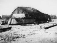 1977-3115 Betonnen schepen voor de Duitse bezetter in aanbouw aan de Merwehaven.