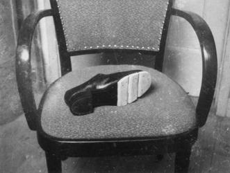 1977-3122 Schoen met houten zool.