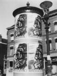 1977-3130 Reclamezuil met affiches getiteld: Kapitalistische Bevrijding...!