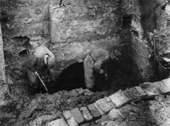 1977-3198 Bij de Goudsesingel vinden archeologische opgravingen plaats.