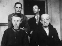 1977-3229 Bewoners van Huize Siloam aan de Oudedijk tijdens de hongerwinter.
