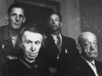 1977-3230 Bewoners van Huize Siloam aan de Oudedijk.
