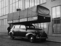 1977-3234 Een gastaxi aan het Rodezand ter hoogte van het Beursgebouw en de Ravero (Rotterdamse Autoverkoop en ...