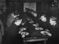 1977-3355 In een werkkamp, georganiseerd door de Nederlandsche Arbeidsdienst.