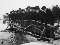1977-3368 In een werkkamp, georganiseerd door de Nederlandsche Arbeidsdienst.