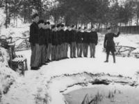 1977-3369 In een werkkamp, georganiseerd door de Nederlandsche Arbeidsdienst.
