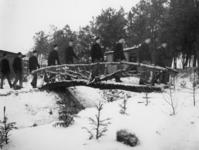 1977-3371 In een werkkamp, georganiseerd door de Nederlandsche Arbeidsdienst.