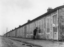 1977-3389 Het gereedmaken van noodwoningen van het Brabants Dorp.