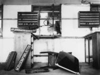 1977-3514 Een verlaten stationsruimte tijdens de spoorwegstaking.